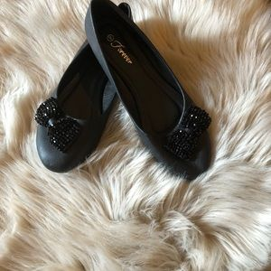 Shoes - Black ballerina flats with sparkly bow